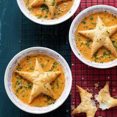 Verse tomatenroomsoep met een kerstdakje-Fresh tomato soup with a christmas star pastry x Veggie Recipes, Soup Recipes, Cooking Recipes, Healthy Recipes, Gourmet Cooking, Xmas Food, Christmas Cooking, Christmas Soup, Kreative Snacks