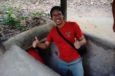 "PENAKLUKAN INDOCHINA (28 HARI|5 NEGARA|10 BANDAR) : TAMAT  Hari Ke 11 : Chu Chi Tunnel  Baru masuk terowong. Tour guide itu tanya aku ""Where is your girlfrends"". Aku jawab ""Simpan kat rumah"" hahaha.  Ada bagus?  Saya bakal menerbiktkan buku travelog PENAKLUKAN INDOCHINA |28 HARI|5 NEGARA|10 BANDAR|. Nantikan kehadiran buku terulung saya ! Aku Manusia Biasa Berjiwa Luar Biasa  #muizwanderlust  #malaysiabackpackers #akupergi #travelblogger #traveller #backpacker #youthactivist  #volunteer…"