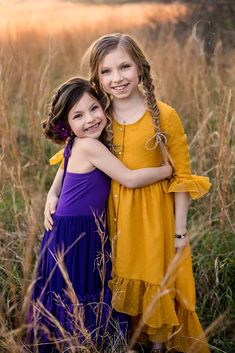 bohemian sisters photography photoshoot inspiration - Belle & Kai Sibling Photography Poses, Sister Photography, Sibling Poses, Kid Poses, Autumn Photography, Mother Daughter Photos, Sister Pictures, Creative Photoshoot Ideas, Photoshoot Inspiration