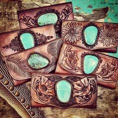 Turquoise Jewelry Outfit I NEED one of these wallets in my life handmade tooled leather turquoise wallet Buffalo Girl Australia - Tooled Leather Purse, Leather Art, Custom Leather, Leather Jewelry, Leather Purses, Leather Wallets, Leather Handbags, Leather Tooling Patterns, Leather Pattern