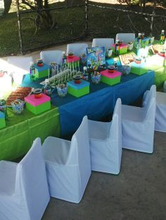green and blue table decoration | Lollos Party Invitations