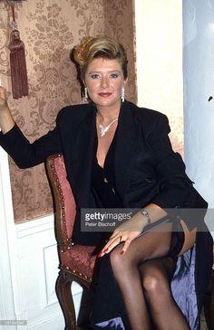Jutta Speidel, 6-teilige SAT-1-Krimi-Spielshow 'Cluedo - Das mörderische Spiel', Schloss Leonberg, Deutschland, 6.11.1992, Sessel, Dekollete, beinfrei, sexy, Schauspielerin,