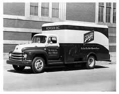 1952-Diamond-T-322-420-Schlitz-Beer-Truck-Factory-Photo-u684-31KU1A