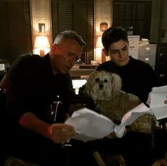 Sean Pertwee, Dog and David Mazouz - Sean Pertwee, Dog and David Mazouz - David Mazouz, Sean Pertwee, Gotham Cast, Brooklyn Beckham, Famous Last Words, Young Justice, Dc Universe, Tv Shows, Memes