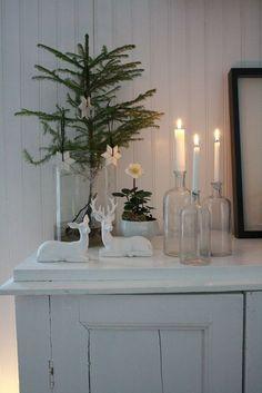 Dekorieren zu Weihnachten mit Flaschen und Kerzen