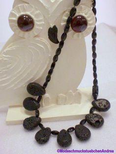 Hier eine schwarze kurze Kette aus Lava-und Hämatit - Perlen.