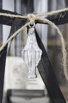 Madonna with pendant - Jeanne d`Arc Living -