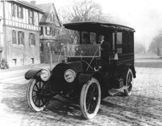 Norfolk, VA police car, early 1900s. Oh how far we've come in 100 years.