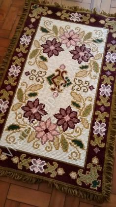 Embroidery Stitches, Embroidery Patterns, Hand Embroidery, Cross Stitch Designs, Cross Stitch Patterns, Tapete Floral, Palestinian Embroidery, Cross Stitch Heart, Canvas Designs