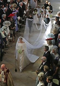 Royal Family Around the World: The Wedding of Britain's Prince Harry and US actress Meghan Markle at St George's Chapel, Windsor Castle on May 2018 in Windsor, England. Prince Harry Wedding, Harry And Meghan Wedding, Prince Harry Et Meghan, Princess Meghan, Royal Wedding Gowns, Royal Weddings, Long Wedding Veils, Megan Markle Wedding Dress, Actress Meghan Markle