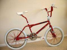 Vintage Bmx Bikes, Retro Bikes, Bike Freestyle, Gt Bmx, Bmx Cruiser, Bmx Street, Bmx Bicycle, Mountain Bike Shoes, Bicycle Design