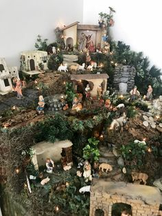 Christmas Crib Ideas, Christmas Tree Decorations, Christmas Crafts, Christmas Ornaments, Christmas Village Display, Christmas Nativity Scene, Christmas Villages, Fontanini Nativity, Hacienda Homes