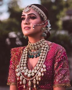 What if we told you that you can play around with the bridal jewellery as much as you can with the bridal outfits? Yep, brides are really open to experimenting with their bridal jewellery, and we hav. Indian Bridal Outfits, Indian Bridal Makeup, Indian Bridal Fashion, Wedding Outfits, Indian Dresses, Wedding Dresses, Indian Jewelry Sets, Indian Wedding Jewelry, Asian Bridal Jewellery