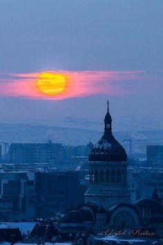 Biserica la răsărit - Cluj Foto: Costel Rotar #romaniaazi #romania #cluj #biserica #rasarit #soare Very Beautiful Images, Cn Tower, Beautiful Landscapes, Cities, Country, Building, Places, Travel, Viajes