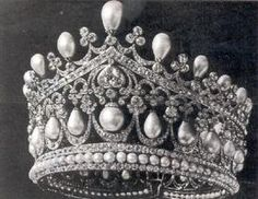THE PEARL TIARA.    With 340 brilliants weighing 287 ½ and others weighing 84 carats besides 500 roses, Alexandra wore this on speical occasions, such as the famous opening of the Imperial Duma at the Winter Palace (St George hall). These jewels were not in personal possesion of Alexandra and were kept in the jewel room of the Wnter palace and had to sign a receipt when she checked them out and had to give a return date.