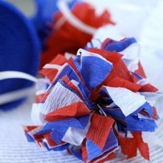 Make fun patriotic pom pom decorations with crepe paper streamers - tutorial.