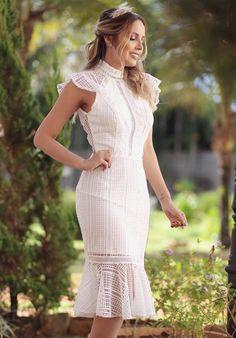 Vestido branco curto com renda: modelos para noivado, casamento civil, batizado e culto ecumênico Couture Dresses, Fashion Dresses, Little White Dresses, Lace Dress Black, Designer Wedding Dresses, Dress Patterns, Pretty Dresses, Short Sleeve Dresses, Gowns