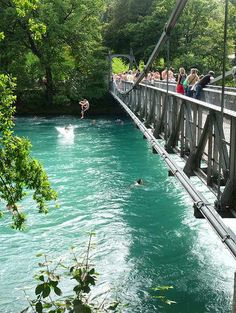Swimming in the Aare river in Bern, Switzerland só para os corajosos