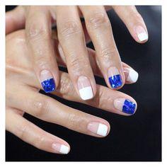 #유니스텔라블루네일시리즈 #깔끔한 #화이트프렌치 와 #블루글래스 는 #찰떡궁합 #유니스텔라 #wed_nail #프렌치네일 #글래스네일 #frenchnails #glassnails #unistella #unisedit_Hong