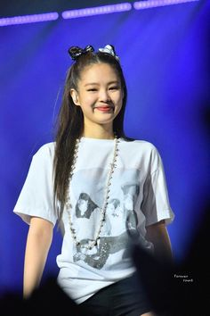 Aww jennie is so cute 💕 Kim Jennie, Yg Entertainment, South Korean Girls, Korean Girl Groups, Divas, Blackpink Members, Black Pink, Blackpink Photos, Blackpink Fashion