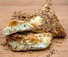 Tyropitakia, Triángulos rellenos de queso. ASOPAIPAS