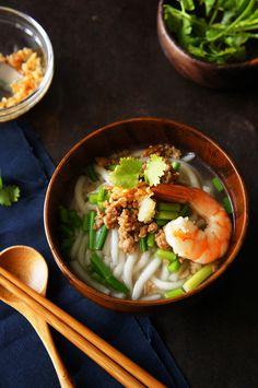 mitaimu (rice noodle soup) with pork, prawn and garlic chive | Taiwanese Food 韭香米苔目