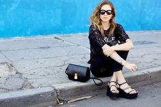 Óculos de veludo estão super em alta, e não é a toa que a lindissima Chiara Ferragni está usando um modelo da Italia independent super moderno e estilo! #oculos #de #sol #velvet #color #espelhado #oticas #wanny #sunglasses