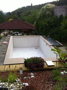 Cementová stěrka Ercole použitá při renovaci  starého betonového bazénu.