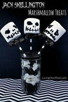 Jack Skellington Marshmallow Treats (from Nightmare Before Christmas) - Living Chic Mom (christmas pops night) Nightmare Before Christmas Live, Nightmare Before Christmas Babyshower, Nightmare Before Christmas Decorations, Halloween Table Decorations, Halloween Party Decor, Halloween Treats, Halloween Prop, Wedding Decorations, Halloween Witches