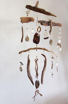 Driftwood Mobile, Driftwood Art, Dream Catcher Craft, Driftwood Projects, Diy Wind Chimes, Deco Originale, Mobile Art, Beach Crafts, Antique Shops