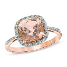Simple yet so extravagant: rose gold, morganite and diamond ring.