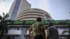मुंबई। लगातार तीन सत्रों की तेजी के बाद भारतीय शेयर बाजार आज बुधवार को लगभग प्लैट बंद हुए। सेंसेक्स ऊपरी स्तरों से 303 अंक टूटा। कारोबार के अंत में सेंसेक्स 25 अंकों की कमजोरी के साथ 49492 के स्तर पर बंद हुआ। वहीं निफ्टी भी फ्लैट 14565 के स्तर पर बंद हुआ। आज आटो और बैंक शेयरों में तेजी रही तो फार्मा में जोरदार बिकवाली देखने को मिली। दिनभर के कारोबार में सेंसेक्स ने 49,795.19 के हाई जबकि 49,073.85 का लो बनाया।   बीएसई मिडकैप इंडेक्स दो तिहाई और स्मॉलकैप इंडेक्स एक-तिहाई फीसदी गि