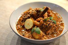 Si vous changiez de vos recettes classiques d'agneau confit pour y intégrer les délicieux parfums des curry musulmans devenus de Thaïlande ? Curry Massaman, Coco Curry, Thai Dishes, Wok, Quinoa, Lamb, Food And Drink, Meat, Authentique