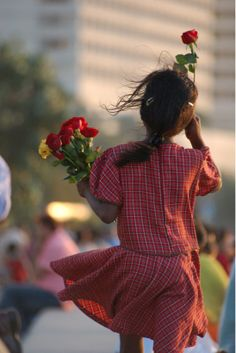 A young flower vendor on the streets of Mumbai, India