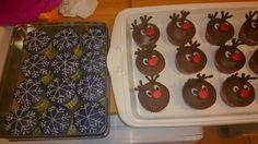 Reindeer and snowflake cupcakes