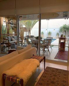 """850 curtidas, 15 comentários - Fernanda Pontelo (@fepontelo) no Instagram: """"Sunset indahouse 🌅🏡 #saturday #homesweethome"""" Living Tv, Living Room Sets, Living Room Designs, Decor Interior Design, Interior Decorating, Sweet Home, Beach House Decor, Home Decor, House Goals"""