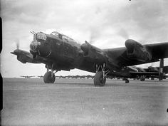 Ww2 Aircraft, Military Aircraft, Aircraft Photos, Air Force Bomber, Lancaster Bomber, Aviation Image, Aviation Art, Ww2 Planes, Royal Air Force