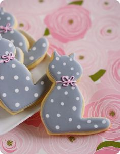 Polka Dot Kitty!!! Love this! via Bake at 350