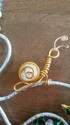 Wire wrapped  snail. With crackled marble.