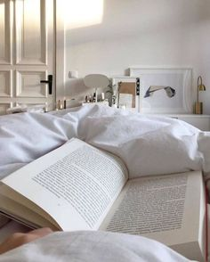 Relaxing Dream Home Inspiration #dreamhome #homedecor Home Design, Interior Design, Beige Aesthetic, Book Aesthetic, Simple Aesthetic, My New Room, New Wall, Room Inspiration, Sweet Home