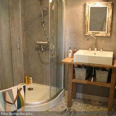 Die Einmaligkeit von spanischen Zementfliesen liegt vor allem in der Pracht ihrer Muster. Ein mit den Mosaik Zementfliesen verlegter Boden wird immer zum Highlight jeder Räumlichkeit und garantiert einen spektakulären Effekt. Die Fliesen sind zwar speziell für den Boden bestimmt, können aber auch an der Wand verlegt werden.Ob Sie die marokkanische Zementfliesen in Ihrem Bad, auf dem Balkon, auf Ihrer Terrasse, in einem Restaurant, einem Hotel, einer Botschaft oder in Gebäuden für öffentliche…