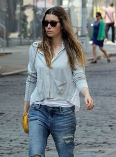 Jessica Biel boyfriend jeans