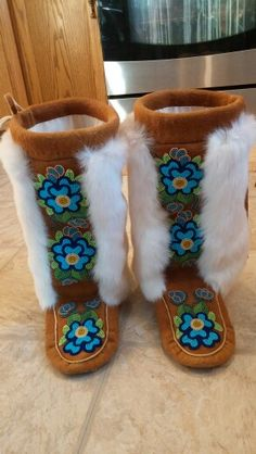 Hand crafted by Adrienne Beaulieu Native American Clothing, Native American Design, Native American Crafts, Beaded Moccasins, Baby Moccasins, Beadwork Designs, Nativity Crafts, Native Beadwork, Beading Projects