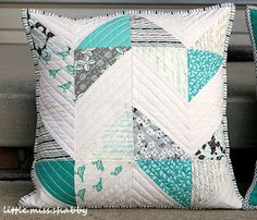 love the idea of an HST chevron grey & aqua quilt. Patchwork Cushion, Quilted Pillow, Patch Quilt, Quilt Blocks, Quilting Projects, Sewing Projects, Aqua Quilt, Pillow Inspiration, Creative Textiles