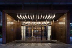 tonychi is a global, award-winning design practice based in Manhattan's Hudson Square. Entrance Foyer, Entrance Design, Main Entrance, Facade Design, Screen Design, Porte Cochere, Hotel Lobby, Oriental Hotel, Facade Lighting
