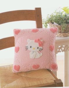 pink pillow pattern with cat pattern for girls rooms - Pink Pillow Cases, Pink Pillows, Crochet Cushions, Crochet Pillow, Cute Crochet, Crochet For Kids, Hello Kitty Crochet, Crochet Home Decor, Cat Pattern
