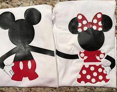 Familia Disney camiseta camisas personalizadas Mickey y Disney Diy, Disney Trips, Disney World Outfits, Disney World Shirts, Mickey Party, Minnie Mouse Party, Mickey Printables, Mickey Mouse Christmas Tree, Painted Canvas Bags