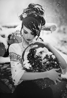 Tsukuyomi no Mikoto, beautiful black and white photo, woman in the snow, lovely moment...