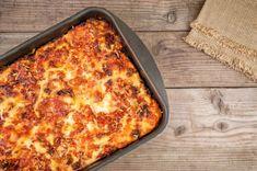 Homemade Italian lasagna recipe: the best lasagna ever. Tips, tricks, advice, recipe to make the best and traditional Homemade Italian Lasagna Lasagna In The Oven, Lasagna Pan, Cheese Lasagna, Famous Italian Dishes, Italian Recipes, Homemade Lasagna, Homemade Sauce, Vegetable Lasagna Recipes, Italian Lasagna