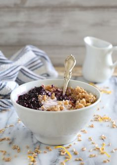 Blueberry farro yogu